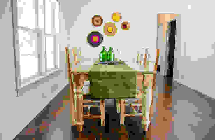 Unik Flip House 2 Williamsburg San Antonio Tx Dining Room Mediterranean style dining room by Noelia Ünik Designs Mediterranean