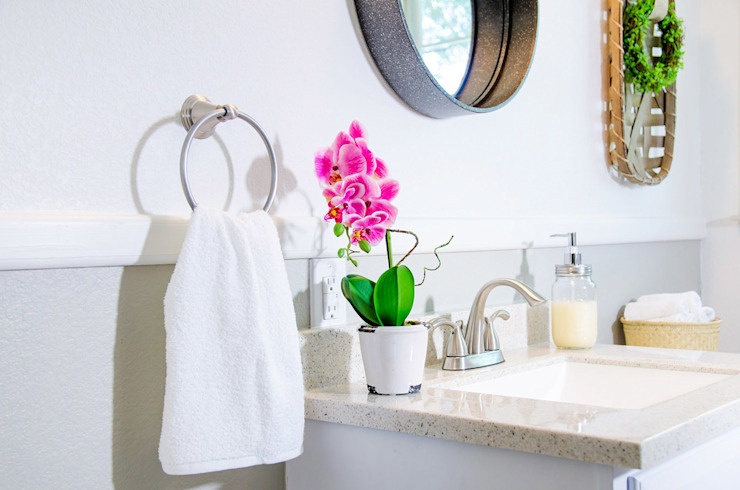 Unik Flip House 2 Williamsburg San Antonio Tx Bath Room Mediterranean style bathrooms by Noelia Ünik Designs Mediterranean