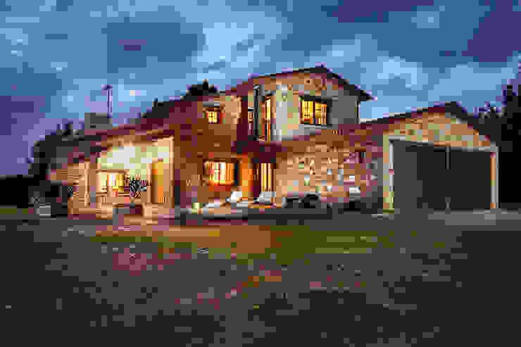 CHALET EN TIOBRE - BETANZOS Casas de estilo rústico de MORANDO INMOBILIARIA Rústico