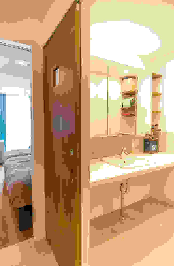Salle de bain moderne par 株式会社ブルースタジオ Moderne