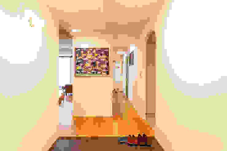 Couloir, entrée, escaliers modernes par 株式会社ブルースタジオ Moderne