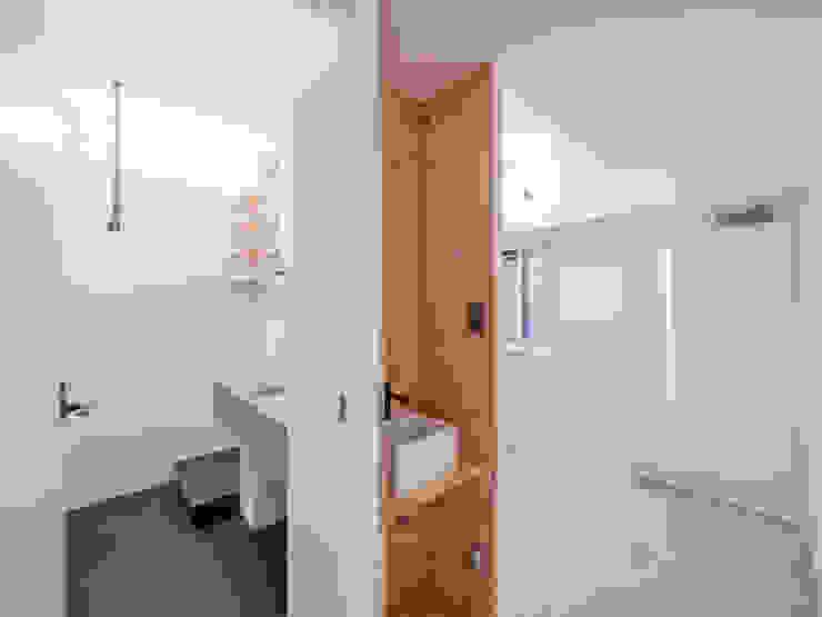 廊下に設けた手洗い器 オリジナルスタイルの 玄関&廊下&階段 の 株式会社エキップ オリジナル 合板(ベニヤ板)