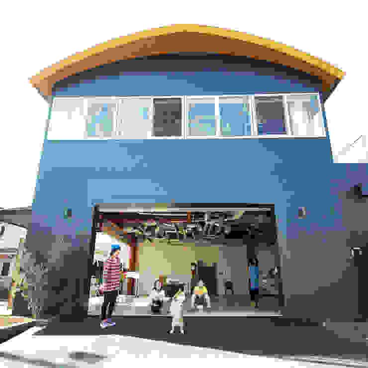 オレンジハウス Casas de estilo ecléctico