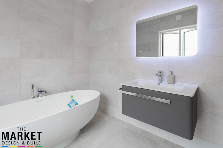 STUNNING NORTH LONDON HOME EXTENSION AND LOFT CONVERSION:  Bathroom by The Market Design & Build,