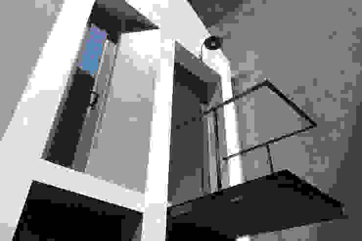 Maison T bởi NGHIA-ARCHITECT Hiện đại