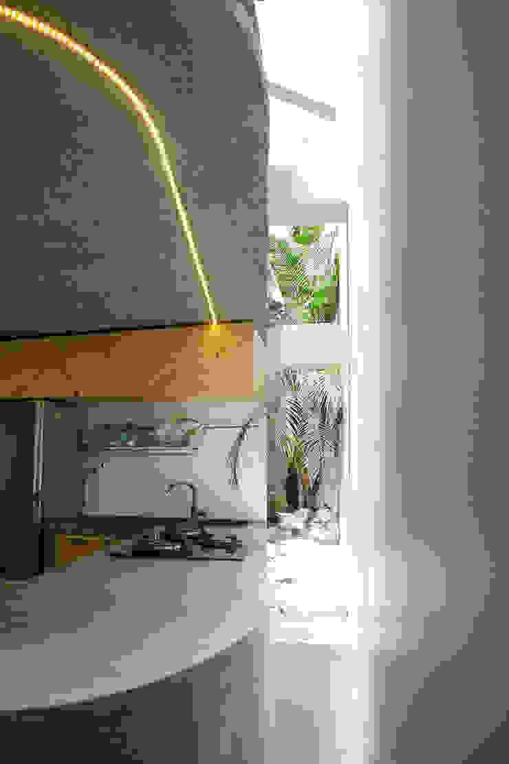 Maison T Nhà bếp phong cách hiện đại bởi NGHIA-ARCHITECT Hiện đại