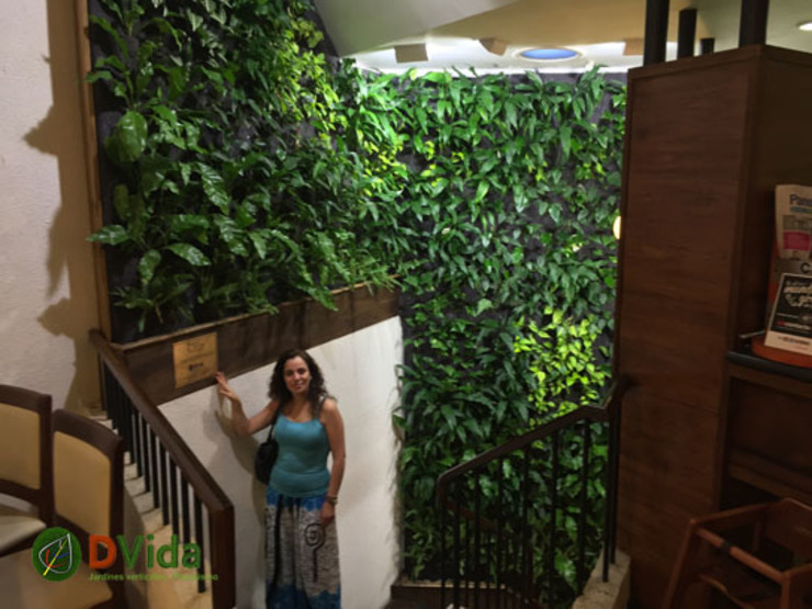 Disfruta la naturaleza con tus jardines verticales de DVida Jardines verticales Moderno
