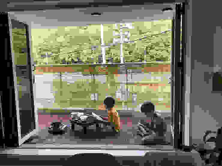Modern Terrace by AAPA건축사사무소 Modern