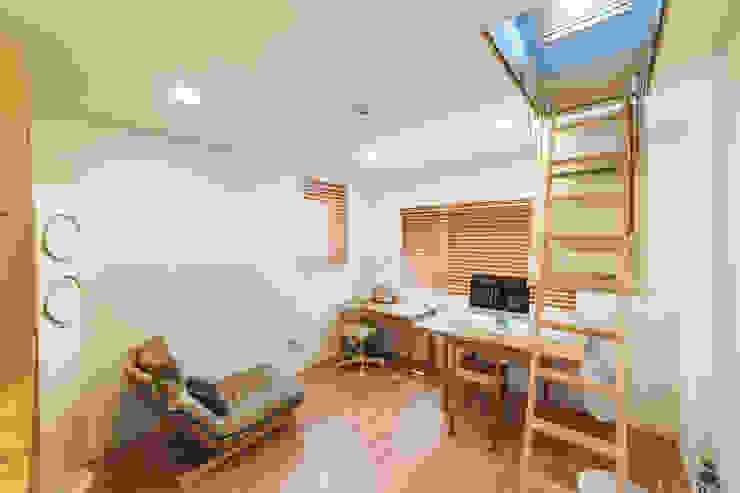Modern Bedroom by AAPA건축사사무소 Modern