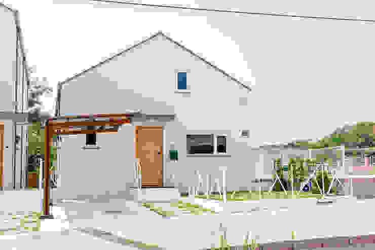 Single family home by AAPA건축사사무소, Modern