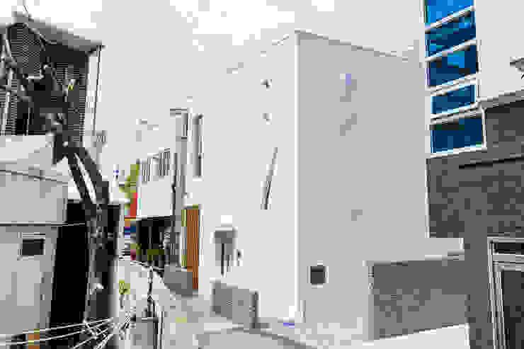 청향실(聽香室) 모던스타일 주택 by AAPA건축사사무소 모던