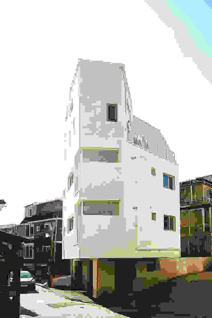 by AAPA건축사사무소 Modern