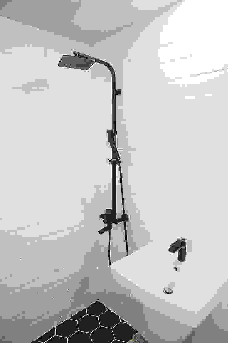 MONG_RO (꿈길) 모던스타일 욕실 by AAPA건축사사무소 모던