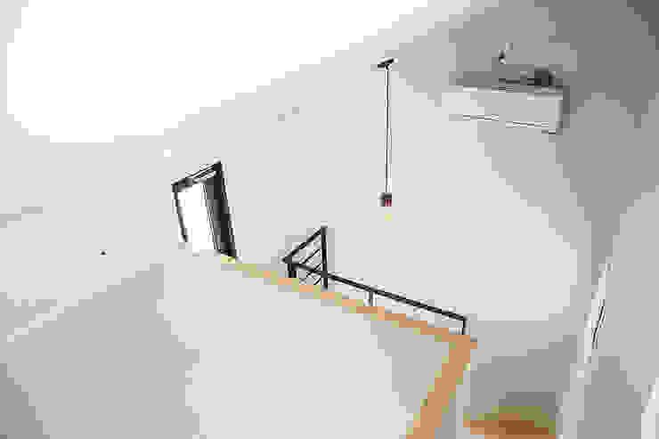MONG_RO (꿈길) 모던스타일 복도, 현관 & 계단 by AAPA건축사사무소 모던