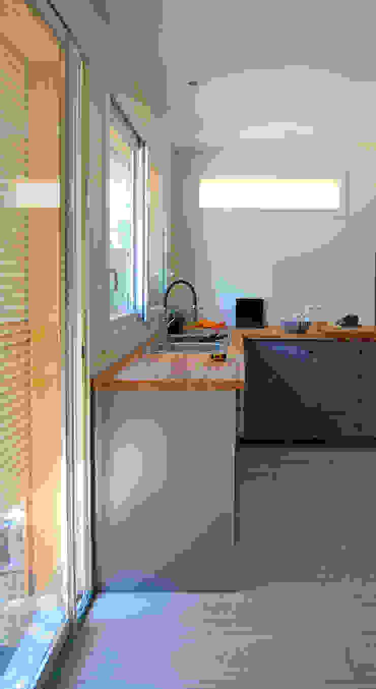 Cocinas de estilo minimalista de B² atelier d'architecture Minimalista