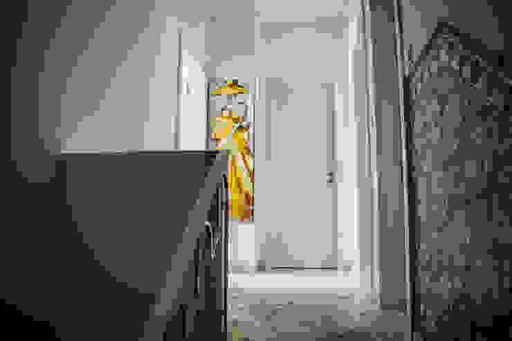 Remodelação em Beja Classic style corridor, hallway and stairs by Grupo Norma Classic