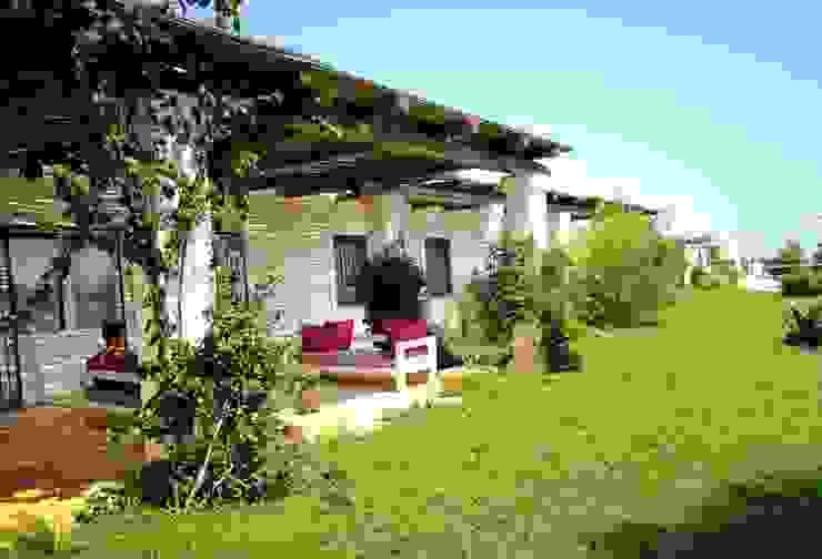 masseria mediterranea in Puglia Giardino in stile mediterraneo di Natura&Architettura Mediterraneo
