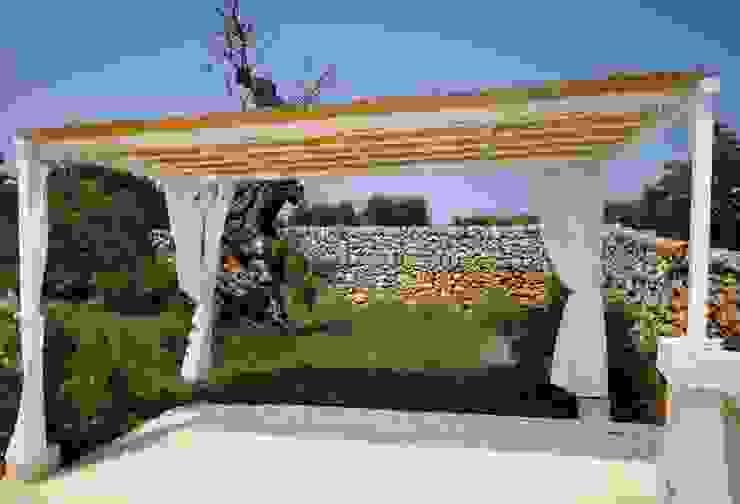 Jardines de estilo mediterráneo de Natura&Architettura Mediterráneo