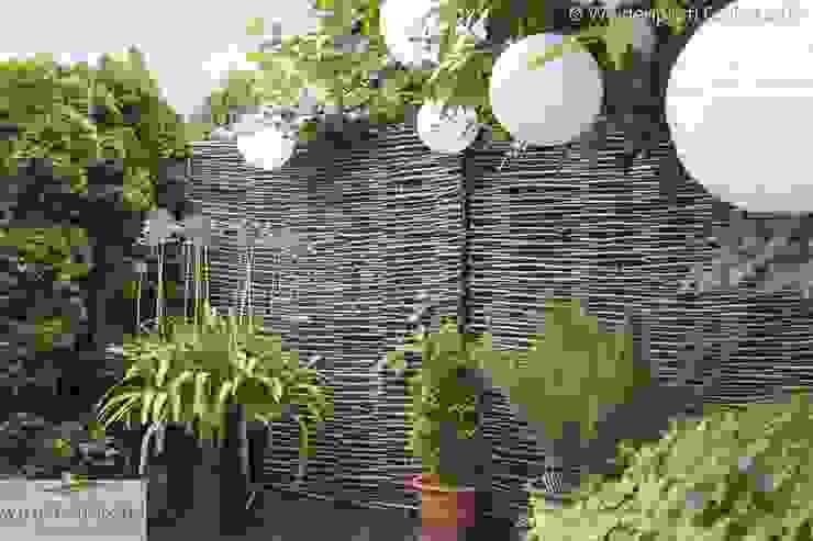 Sichtschutz aus Haselnuss ohne Rahmen Moderner Garten von naturgeflechte24 Modern Holz Holznachbildung