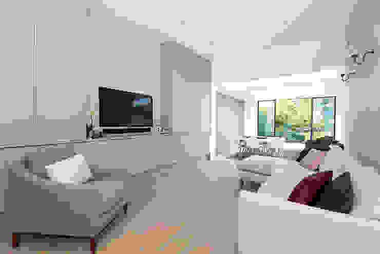 Victorian Conversion Minimalist living room by Corebuild Ltd Minimalist