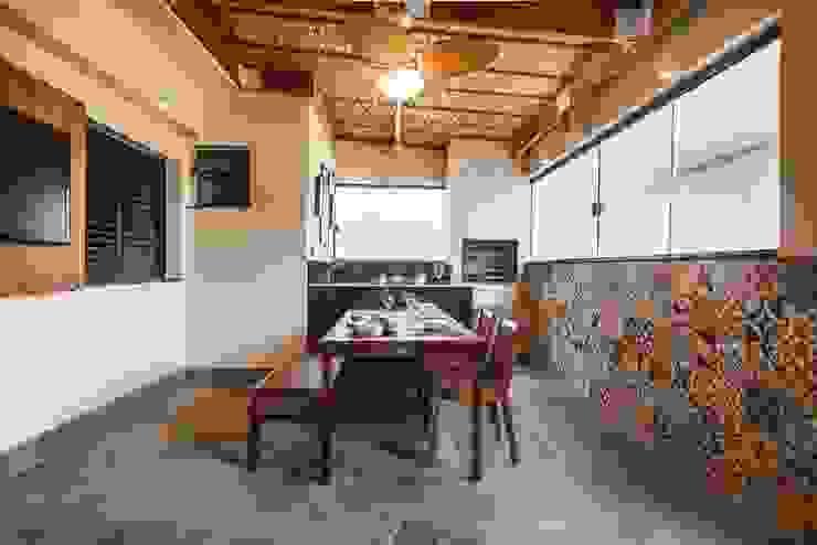 Balcones y terrazas de estilo tropical de KC ARQUITETURA urbanismo e design Tropical