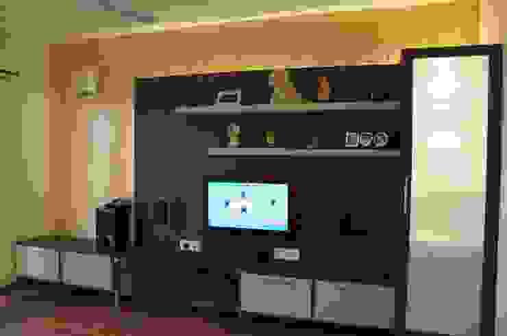 ENTERTAINMENT UNIT Modern media room by BENCHMARK DESIGNS Modern Plywood