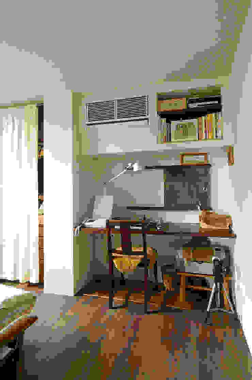 一級建築士事務所アールタイプ Estudios y despachos de estilo moderno Madera Blanco