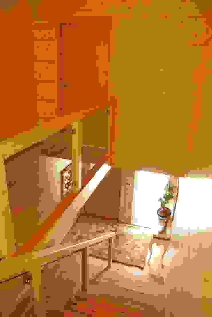 Koridor & Tangga Modern Oleh Rusticasa Modern Kayu Wood effect