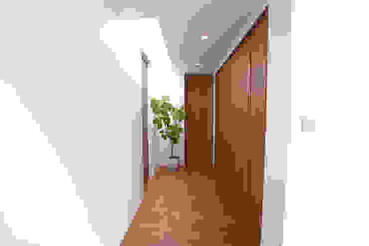 Style Create Koridor & Tangga Modern Wood effect