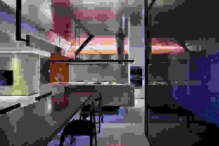 Ru Residence 現代廚房設計點子、靈感&圖片 根據 沈志忠聯合設計 現代風