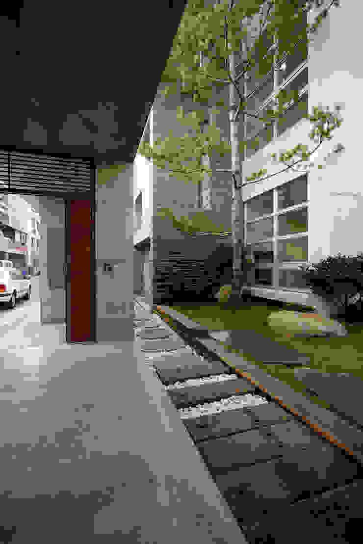 Casas modernas: Ideas, imágenes y decoración de 築青室內裝修有限公司 Moderno