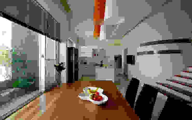 Modern dining room by 築青室內裝修有限公司 Modern