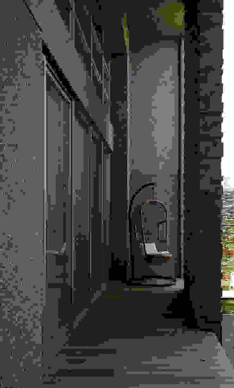 Balcones y terrazas modernos: Ideas, imágenes y decoración de 築青室內裝修有限公司 Moderno