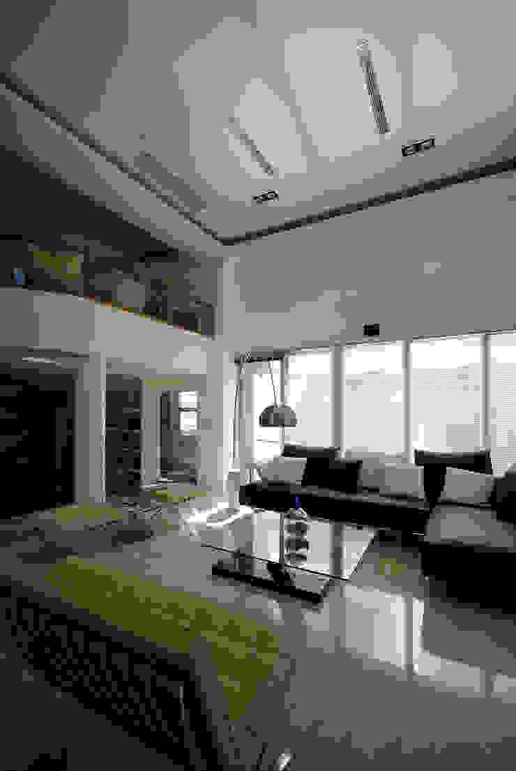 Livings modernos: Ideas, imágenes y decoración de 築青室內裝修有限公司 Moderno