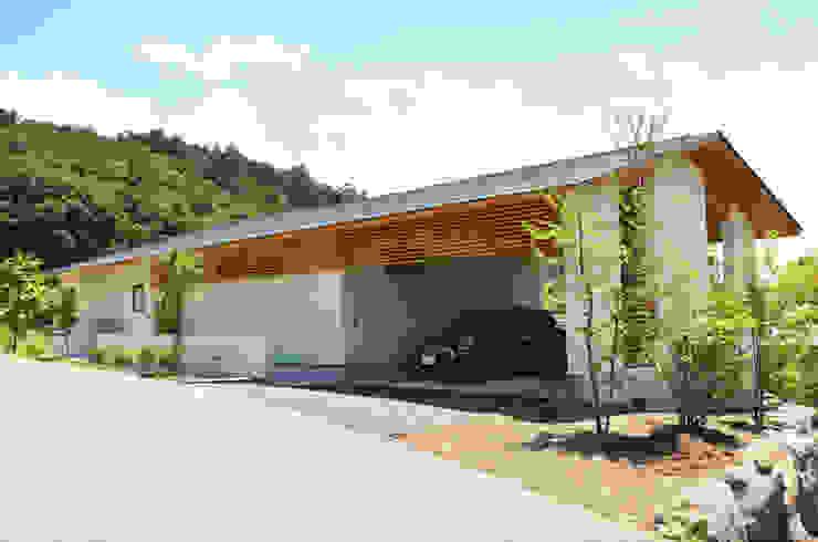 Casas modernas de 鎌田建築設計室 Moderno
