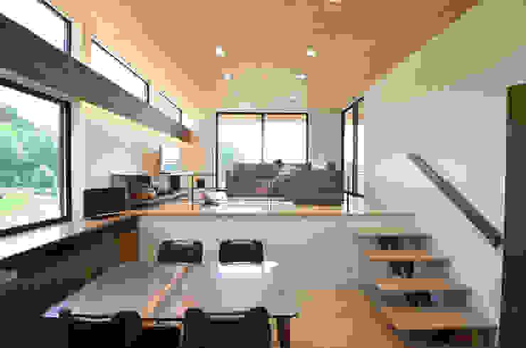高峰の家 モダンデザインの ダイニング の 鎌田建築設計室 モダン