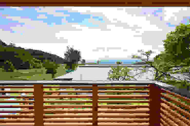 高峰の家 モダンデザインの テラス の 鎌田建築設計室 モダン