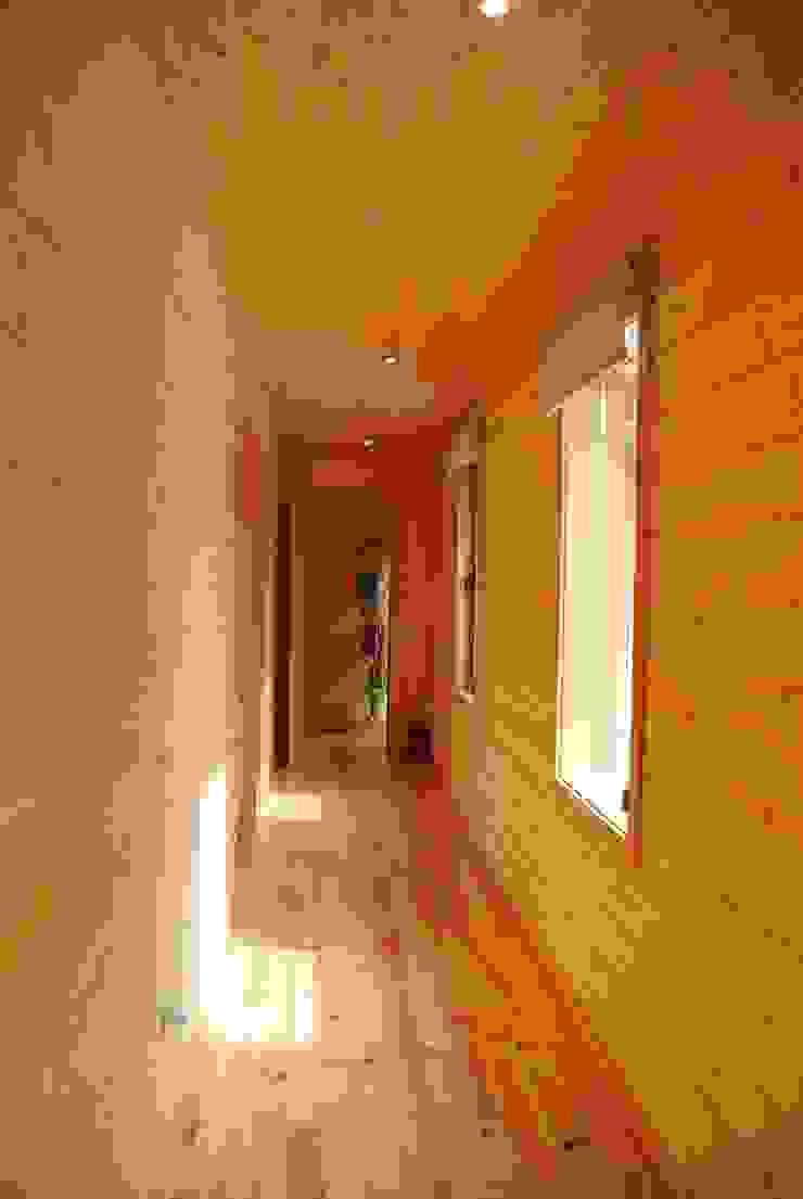 RUSTICASA Koridor & Tangga Modern Kayu Wood effect