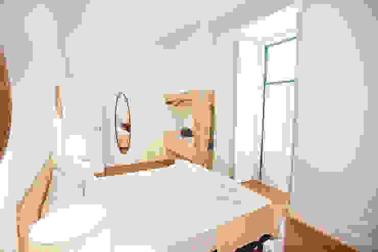 Modern Bedroom by Matos + Guimarães Arquitectos Modern