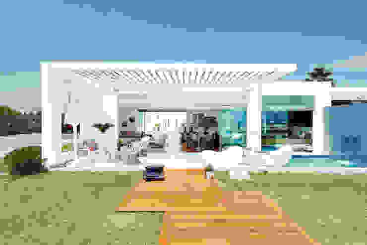 CASA DE PLAYA M.M. Casas modernas: Ideas, diseños y decoración de Karím Chaman Arquitectos Moderno