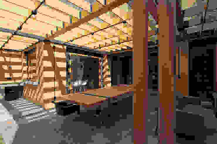 Iluminación natural. Balcones y terrazas modernos: Ideas, imágenes y decoración de DOSA studio Moderno Madera Acabado en madera