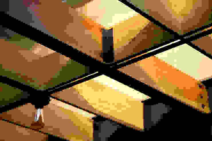 Balcones y terrazas modernos: Ideas, imágenes y decoración de DOSA studio Moderno Madera Acabado en madera
