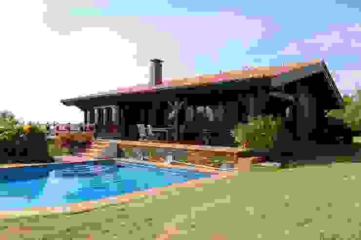 RUSTICASA | Casa na ria | Pontevedra por RUSTICASA Rústico Madeira maciça Multicolor