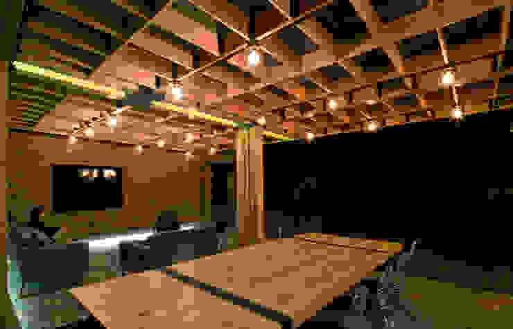 Ambientación Balcones y terrazas modernos: Ideas, imágenes y decoración de DOSA studio Moderno Madera Acabado en madera