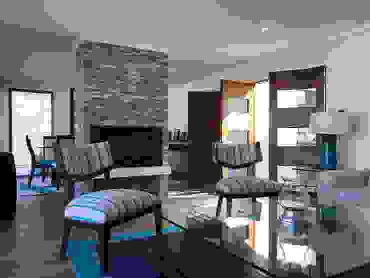 Casa El Golf Livings de estilo moderno de AtelierStudio Moderno