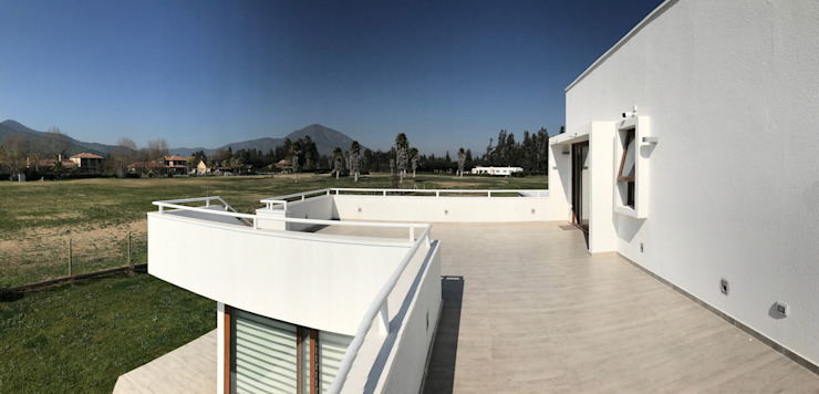Casa El Golf Balcones y terrazas modernos de AtelierStudio Moderno