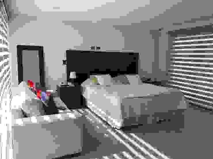 Casa El Golf Dormitorios de estilo moderno de AtelierStudio Moderno