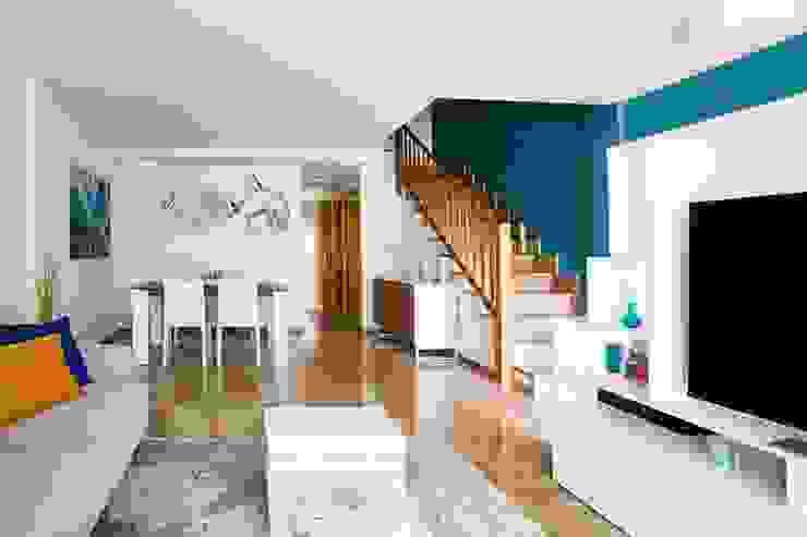 NUVART Modern corridor, hallway & stairs