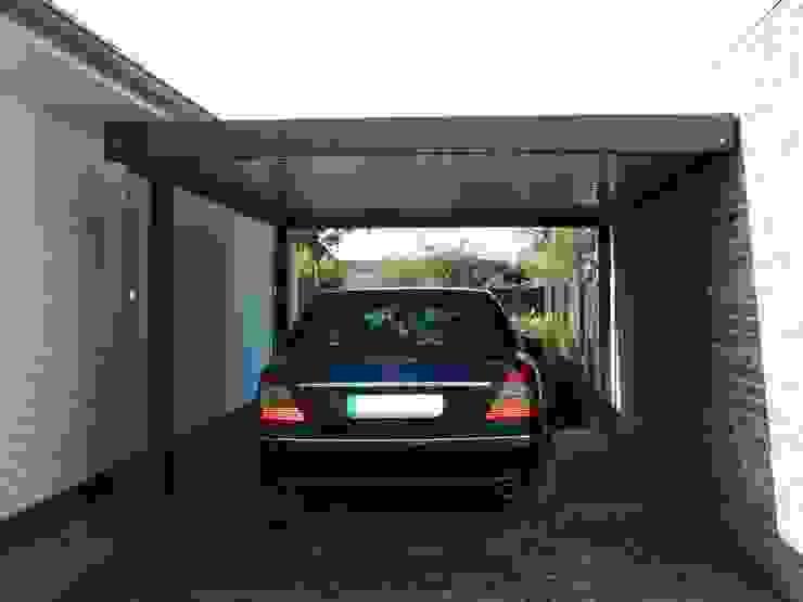 Modern Garage and Shed by Carport-Schmiede GmbH & Co. KG - Hersteller für Metallcarports und Stahlcarports auf Maß Modern Iron/Steel