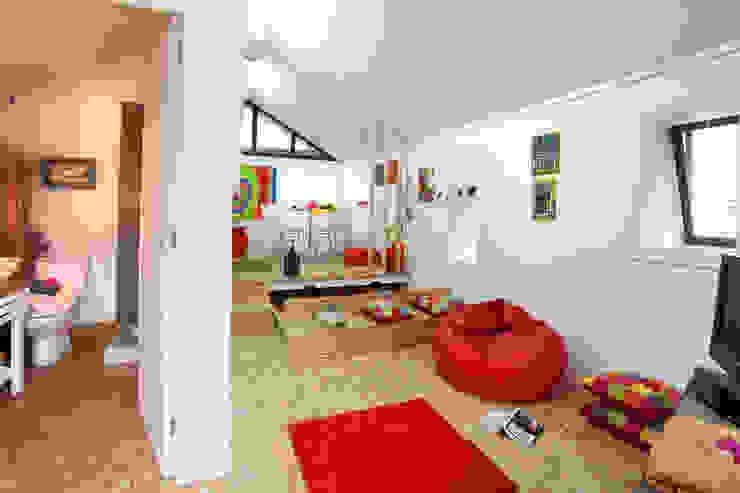 Phòng ngủ phong cách công nghiệp bởi RUSTICASA Công nghiệp Gỗ Wood effect